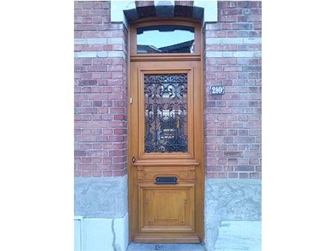 Fabrication et pose d'une porte d'entrée