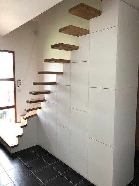 Fabrication et pose d'un escalier contemporain avec aménagement